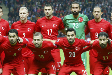 Turkey players line-up for a team photo prior to the Euro 2016 Group A qualifying soccer match against Kazakhstan in Istanbul November 16, 2014.       REUTERS/Murad Sezer (TURKEY  - Tags: SPORT SOCCER)