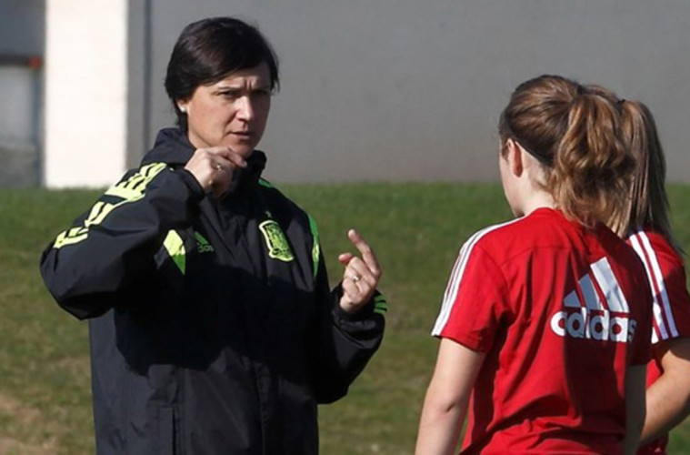 Toña Is, seleccionadora de fútbol femenino sub17