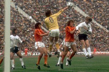 Al guardameta de la selección holandesa le pasó un caso similar al de Ubaldo Fillol. En Alemania '74 se le impuso el número '8', pero cuatro años más tarde, cuando se le permitió modificar su número, fue él quien decidió seguir llevando el mismo dorsal. En ambos Mundiales acabaría segundo clasificado.