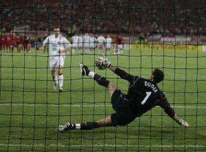 PIC ALAN WALTER 250505 UEFA Champions Lge Final AC MILAN V LIVERPOOL Istanbul DUDEK SAVES SHEVCHENKO PENALTY
