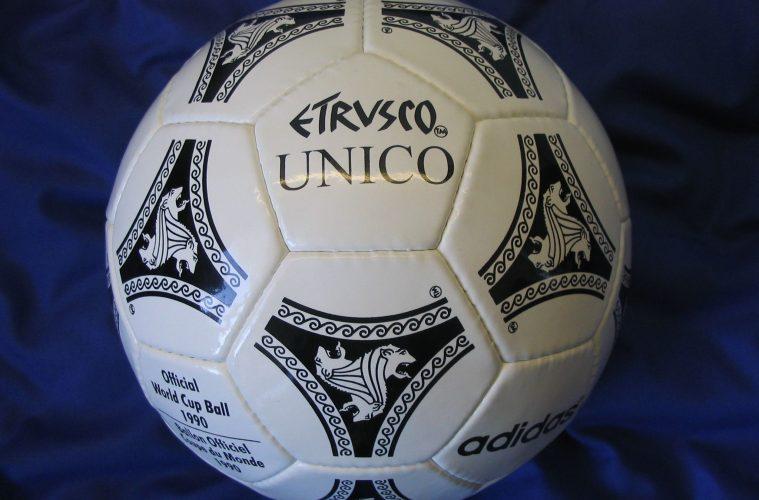 replica-adidas-etrusco-unico-fifa-world-cup-1990-italy-official-match-ball-football-1381600594