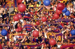 Bildnummer: 05671093  Datum: 20.05.1992  Copyright: imago/Sven Simon FC Barcelona Fans; Vdia, quer, Aufmacher Fan, Zuschauer Ballon Luftballon Vereinsfarben Schal, Fanschal Europapokal der Landesmeister 1991/1992, Finale, London Fußball EC 1 Herren Mannschaft Totale Randmotiv Werbemotiv Personen  Image number 05671093 date 20 05 1992 Copyright imago Sven Simon FC Barcelona supporters Vdia horizontal Highlight supporter Spectators Balloon Air balloon Club colours Shawl Football scarf European Cup the National champion 1991 1992 Final London Football EC 1 men Team long shot Rand motive Highlight Human Beings