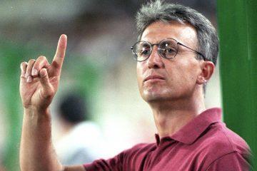 Benito FLORO, entrenador de Futbol de EspaÒa, preparador del Albacete, da instrucciones. 17-08-1995.   Benito FLORO, Football trainer from Spain and Albacete's head coach, gives instructions. 17-08-1995.