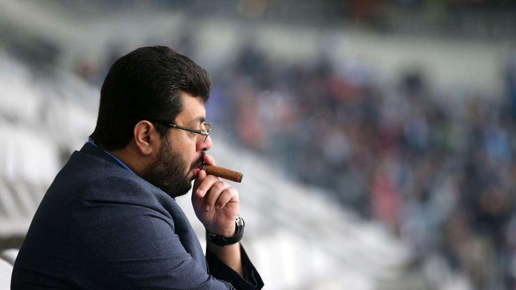Hasan Ismaik contempla un partido del 1860 en el palco del Allianz Arena - Stefan Matzke