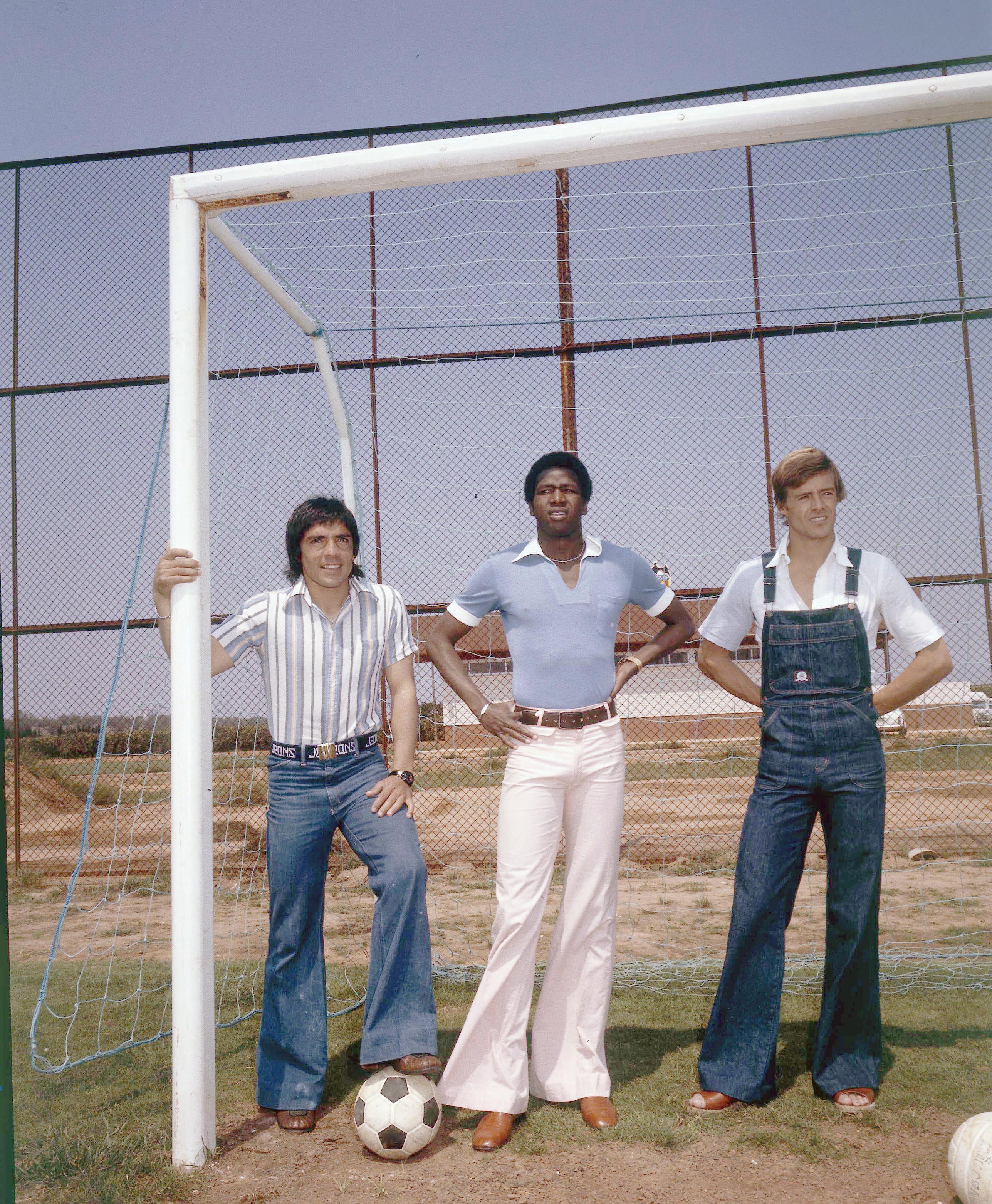VALDEZ VALENCIA 1976 CON REP Y KEITA